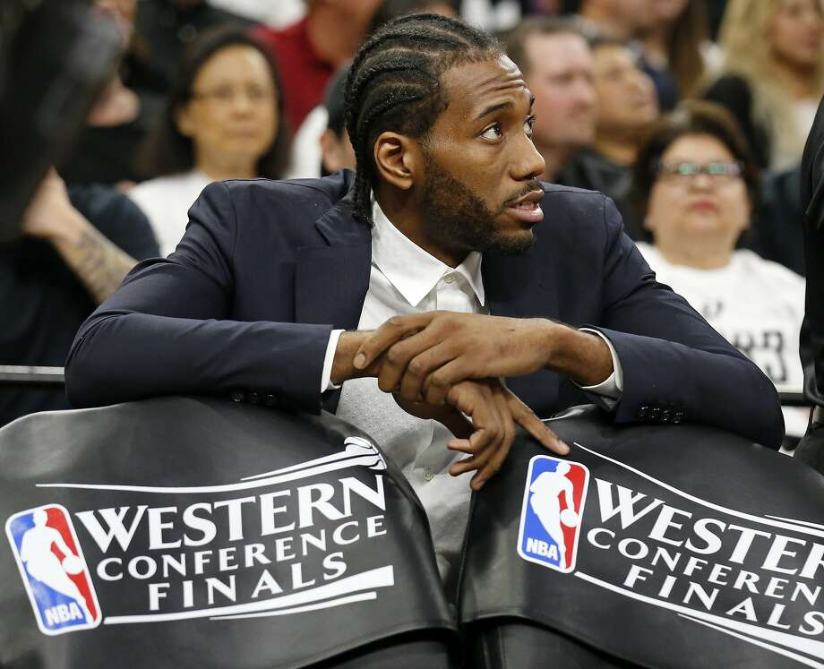 San Antonio Spurs' Kawhi Leonard sits behind the bench during a timeout in first half action of Game 3 in the Western Conference Finals against the Golden State Warriors held Saturday May 20, 2017 at the AT&T Center. Photo: Edward A. Ornelas, San Antonio Express-News