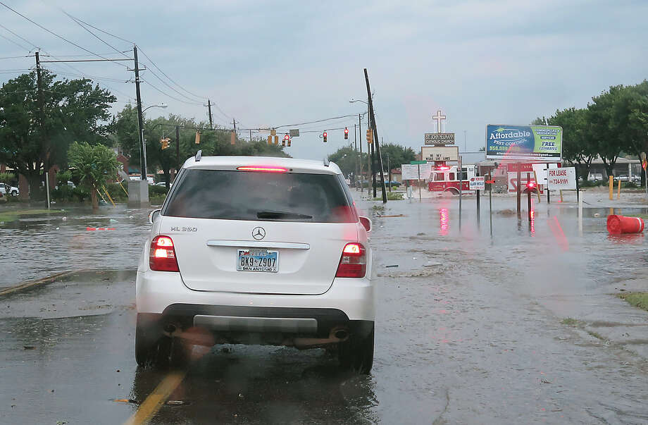 A Fire Department unit crosses a flooded intersection at Hillside Road and Springfield Avenue as a severe storm swept through the area Sunday, May 21, 2017. The storm brought heavy rain, hail and strong wind gusts. Photo: Cuate Santos/Laredo Morning Times