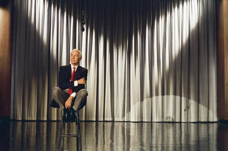 """THE TONIGHT SHOW STARRING JOHNNY CARSON -- """"Final Show"""" Air Date 05/22/1992 -- Pictured: Host Johnny Carson -- Photo by: Alice S. Hall/NBCU Photo Bank"""