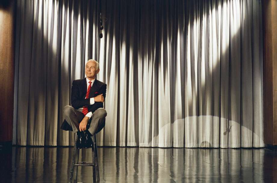 """PHOTOS: Johnny Carson's final days on television in 1992It was on May 22, 1992 that legendary host Johnny Carson walked away from the desk at """"The Tonight Show with Johnny Carson"""" as he retired after three decades of laughter and comedy on NBC.Click through to see more photos from that final week... Photo: NBC/NBC Via Getty Images"""