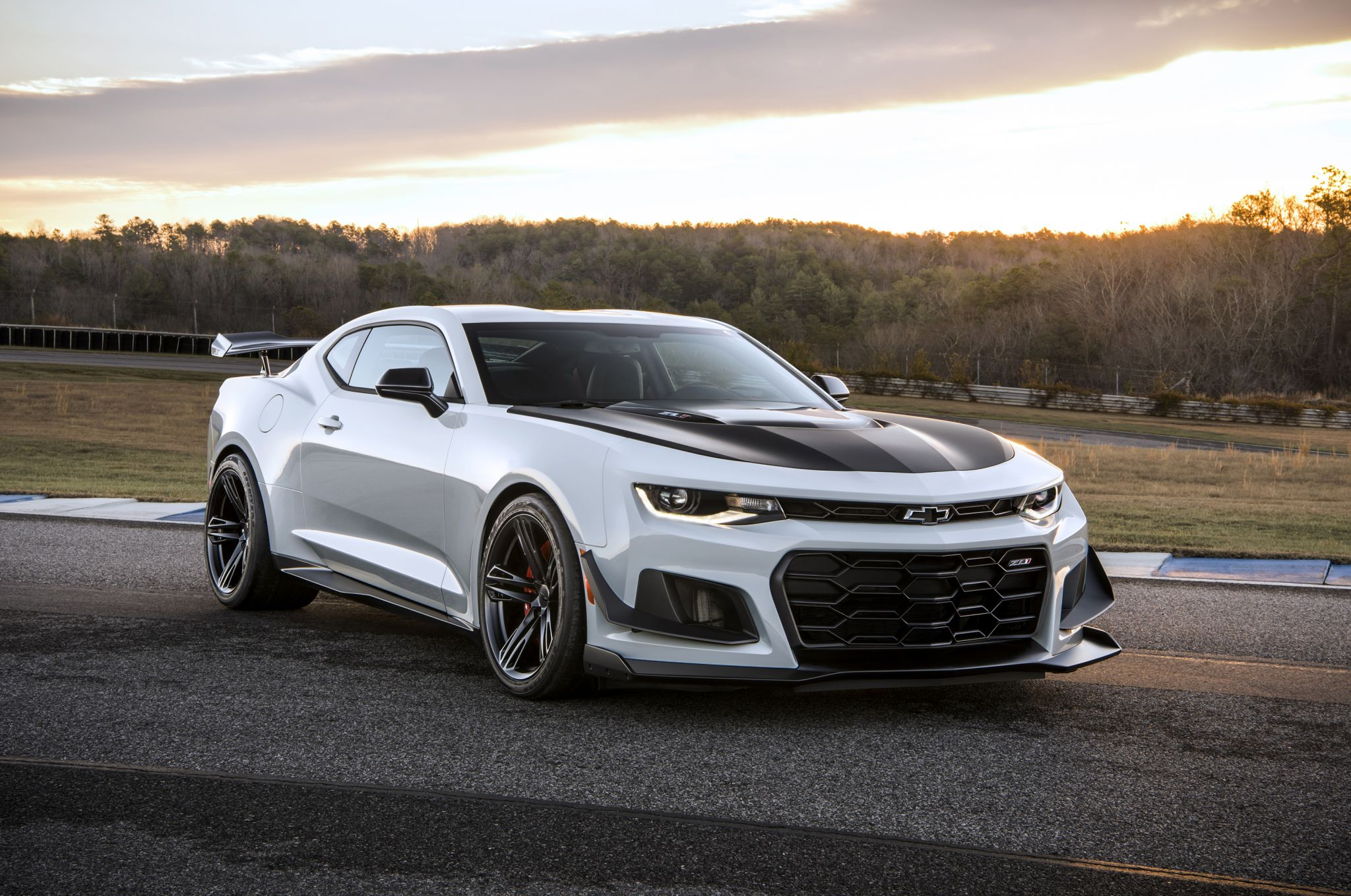 Chevy unveils ZL1 1LE sports car for 2018 Camaro lineup