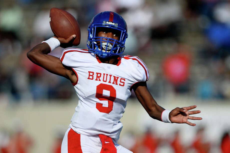 West Brook quarterback L'Ravien Elia passes during the second quarter against Westfield in the 6A Div. II regional semifinal at Stallworth Stadium in Baytown on Saturday afternoon. Photo taken Saturday 11/26/16 Ryan Pelham/The Enterprise Photo: Ryan Pelham / ©2016 The Beaumont Enterprise/Ryan Pelham