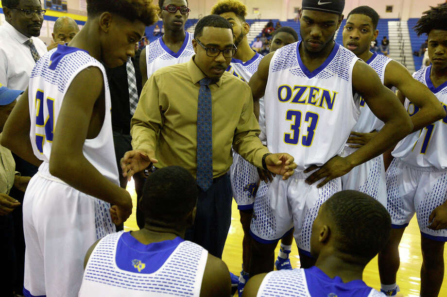 Ozen's boys basketball coach Mike Thomas talks to his players between quarters as the Panthers take on Memorial in a home game on Friday night.  Photo taken Friday 2/3/17 Ryan Pelham/The Enterprise Photo: Ryan Pelham / ©2017 The Beaumont Enterprise/Ryan Pelham