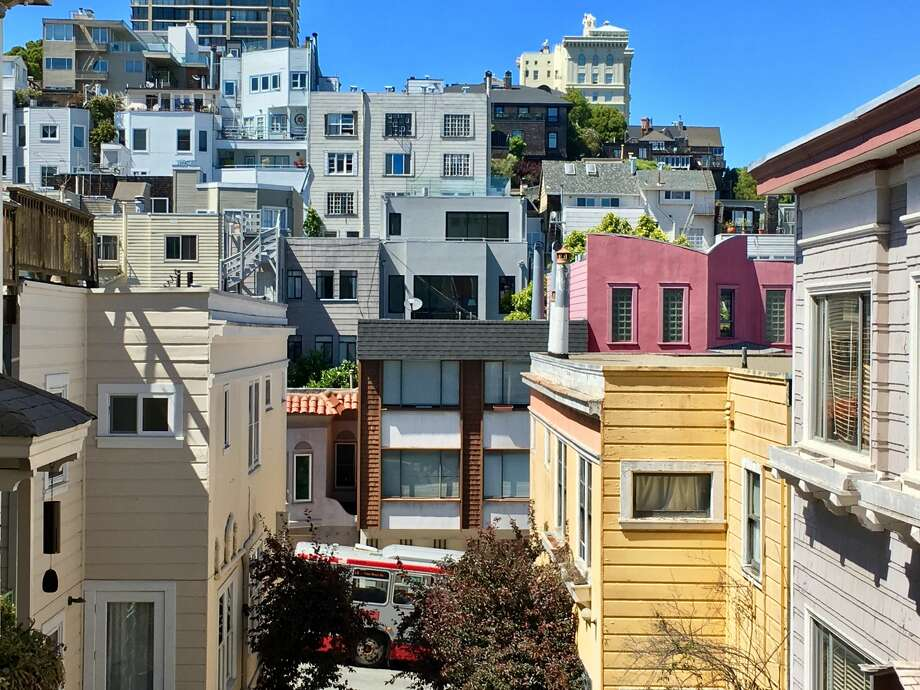 This is essentially the same perspective as the 1906 earthquake aftermath, on May 19, 2017, but with a lot of buildings built since then almost completely block the view of the surviving homes. Photo: Greg Keraghosian