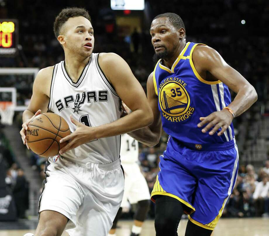 San Antonio SpursÕ Kyle Anderson looks for room around Golden State Warriors' Kevin Durant during first half action in Game 4 of the Western Conference Finals held Monday May 22, 2017 at the AT&T Center. Photo: Edward A. Ornelas, Staff / San Antonio Express-News / © 2017 San Antonio Express-News