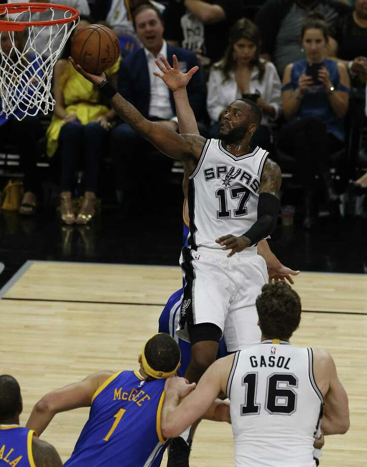 The San Antonio Spurs has renounced the rights to Jonathon Simmons, the Express-News confirmed Thursday. Photo: Kin Man Hui /San Antonio Express-News / ©2017 San Antonio Express-News