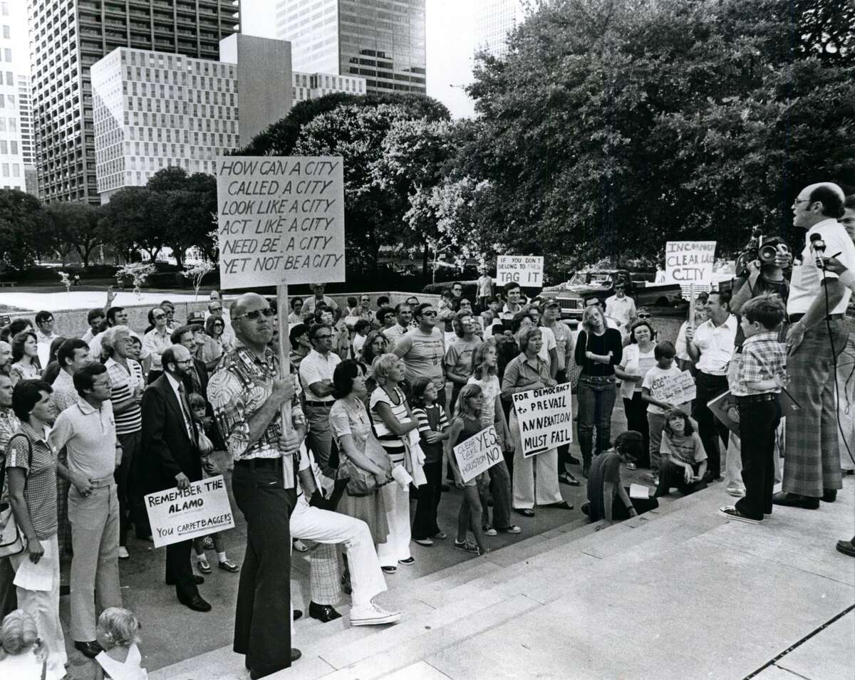 August 27, 1977: Mark Swerdlin, vice-president of the Clear Lake City Civic League, speaks to a crowd gathered outside Houston City Hall protesting the annexation of Clear Lake City.