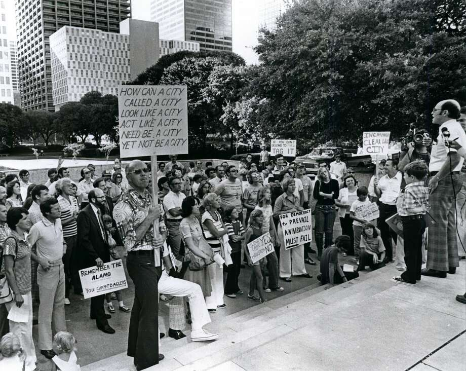 August 27, 1977: Mark Swerdlin, vice-president of the Clear Lake City Civic League, speaks to a crowd gathered outside Houston City Hall protesting the annexation of Clear Lake City. Photo: Orie Collins/Houston Chronicle