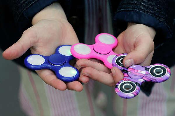 3 fidget spinners
