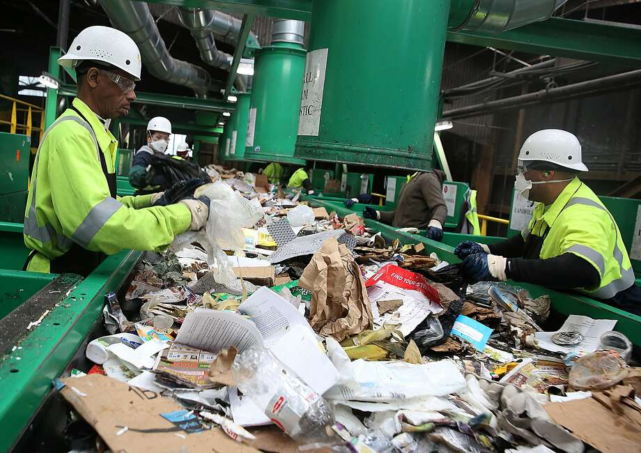Recology classifiers sift recyc lables from non-recyc lables at the Pier 96 plant. Photo: Liz Hafalia, The Chronicle