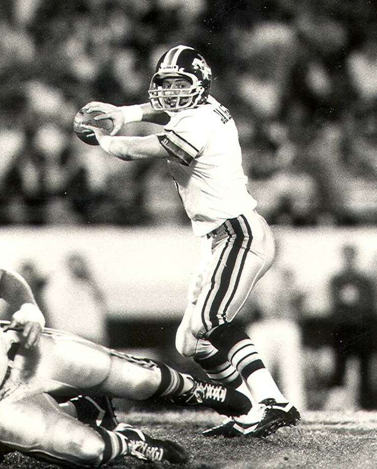 Jason Garrett is shown in this 1992 photo when he was the starting quarterback for the San Antonio Riders of the NFL-owned World League of American Football. Photo: FILE PHOTO