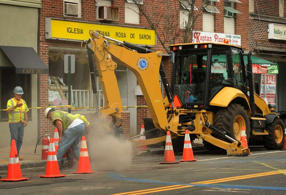 Work continues on the Eversource gas line installation on Main Street in Ansonia, Conn. on Tuesday, July 5, 2016. Photo: Brian A. Pounds / Hearst Connecticut Media / Connecticut Post