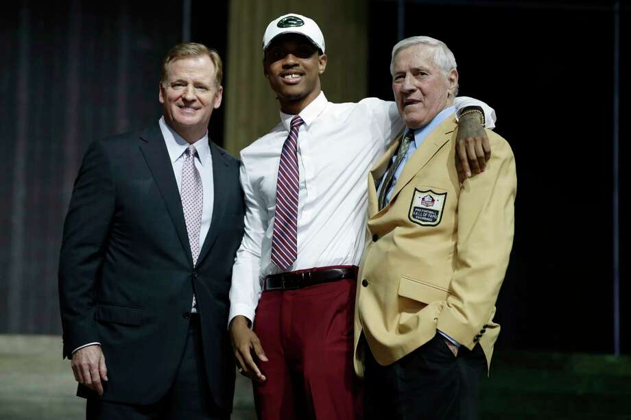 Washington's Kevin King, center, poses with former Green Bay Packers Jim Taylor, right, and NFL commissioner Roger Goodell after King was selected by the Packers during the second round of the NFL football draft, Friday, April 28, 2017, in Philadelphia. (AP Photo/Matt Rourke)  >>>See other notable deaths of 2018 ... Photo: Matt Rourke / Copyright 2017 The Associated Press. All rights reserved.