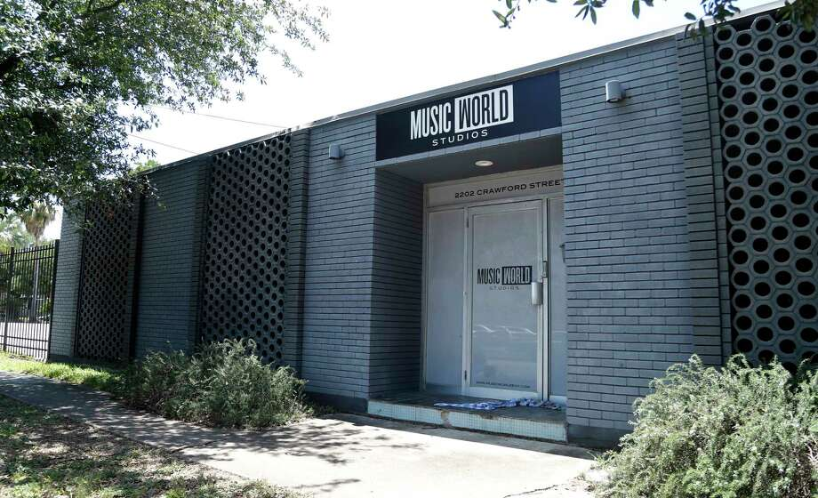 Music World Entertainment's Midtown property where Beyonce's career was launched sold to BMW dealer, which includes the historic 2225 La Branch property (Rice Mansion) and the other buildings on the block bounded by Webster, LaBranch, Crawford and Hadley streets.Tuesday, May 23, 2017. Photo: Karen Warren, Houston Chronicle / 2017 Houston Chronicle