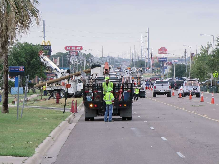 In this 2017 file photo, Texas AEP crews replaced broken power poles on Del Mar Boulevard. Photo: Cuate Santos / Laredo Morning Times / Laredo Morning Times