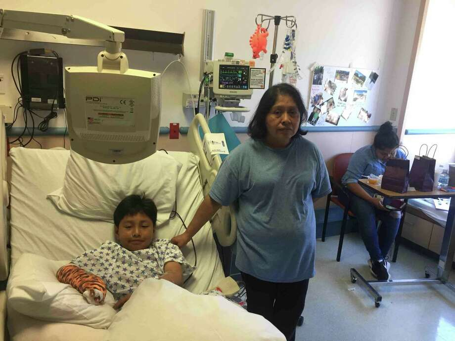 Isai Catalan, 9, is recovering from a stomach wound. Photo: Xv0FXFT7uteG7/JCAGR4hxNK6SMYoanu0J4x17Dcnx6HATUu7Kgv7mmVvn6DUP2Sh3MSVNO/PxA/TnH+RDDtig==
