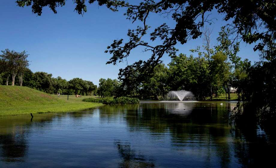 A child rides his bike by a fountain in the Sienna Plantation community, Wednesday, May 24, 2017, in Missouri City. Photo: Jon Shapley, Houston Chronicle / © 2017 Houston Chronicle