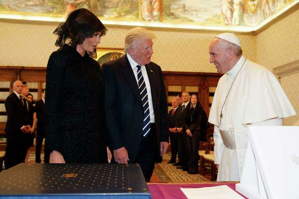 U.S. President Donald Trump and first lady Melania Trump meet Pope Francis, Wednesday, May 24, 2017, at the Vatican. (AP Photo/Evan Vucci, Pool) ORG XMIT: VATV125