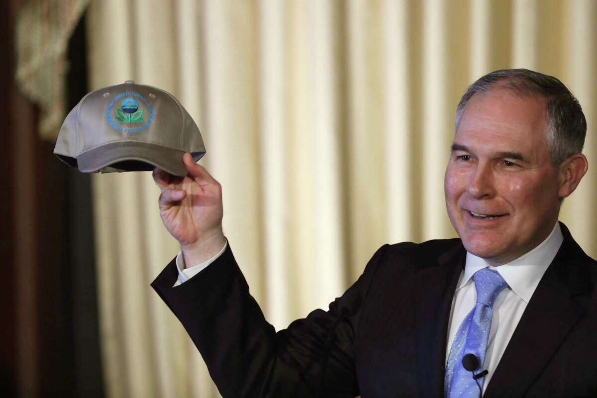 WASHINGTON, DC - FEBRUARY 21: Environmental Protection Agency Administrator Scott Pruitt holds up an an agency baseball hat as he addresses employees at the agency's headquarters February 21, 2017 in Washington, DC. Pruitt, long a critic of the EPA, faced a contentious confirmation fight in the Senate. (Photo by Aaron P. Bernstein/Getty Images)