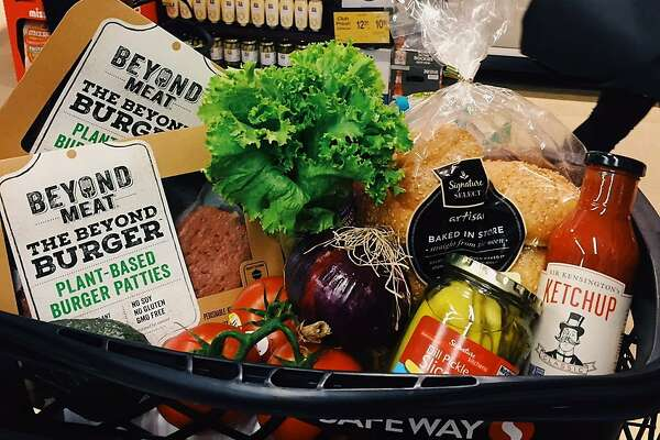 Packets of Beyond Burger patties in a Safeway grocery cart (Credit: Beyond Meat)
