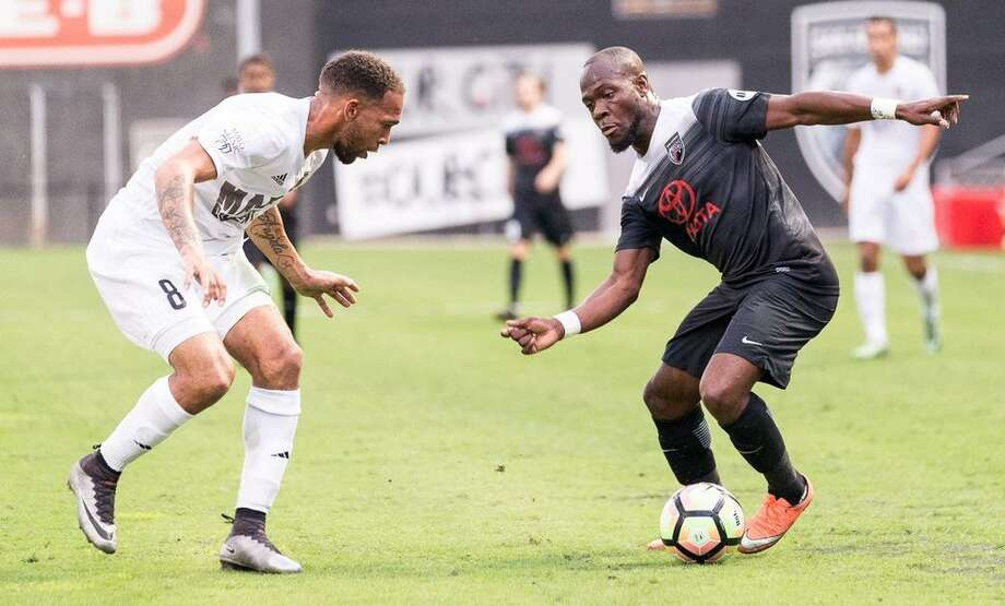San Antonio FC's BIlly Forbes tries to elude Phoenix Rising FC defender Matt Watson on May 20, 2017, at Toyota Field. Photo: Josh Jordan /USL