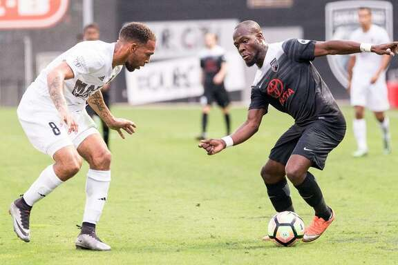 San Antonio FC's BIlly Forbes (right) tries to elude Phoenix Rising FC defender Matt Watson on May 20, 2017, at Toyota Field.