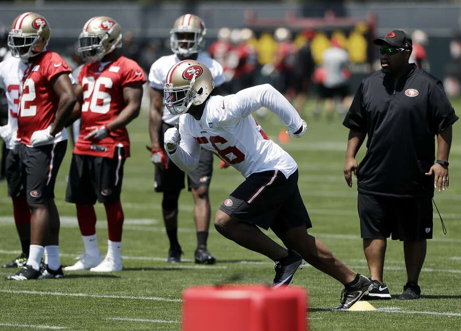 San Francisco 49ers linebacker Reuben Foster, second from right, during the team's organized team activity at its NFL football training facility Tuesday, May 23, 2017, in Santa Clara, Calif. (AP Photo/Marcio Jose Sanchez) Photo: Marcio Jose Sanchez, Associated Press