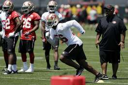 San Francisco 49ers linebacker Reuben Foster, second from right, during the team's organized team activity at its NFL football training facility Tuesday, May 23, 2017, in Santa Clara, Calif. (AP Photo/Marcio Jose Sanchez)