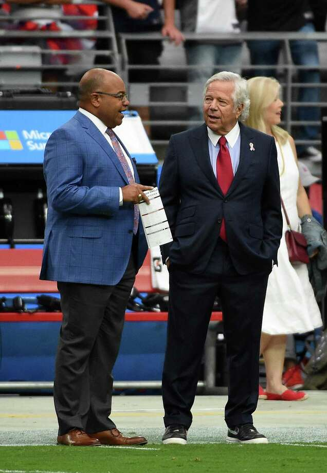 GLENDALE, AZ - SEPTEMBER 11:  Sunday Night Football commentator Mike Tirico talks with Robert Kraft owner of the New England Patriots prior to the NFL game against the Arizona Cardinals at University of Phoenix Stadium on September 11, 2016 in Glendale, Arizona.  (Photo by Norm Hall/Getty Images) Photo: Norm Hall / Getty Images / 2016 Getty Images