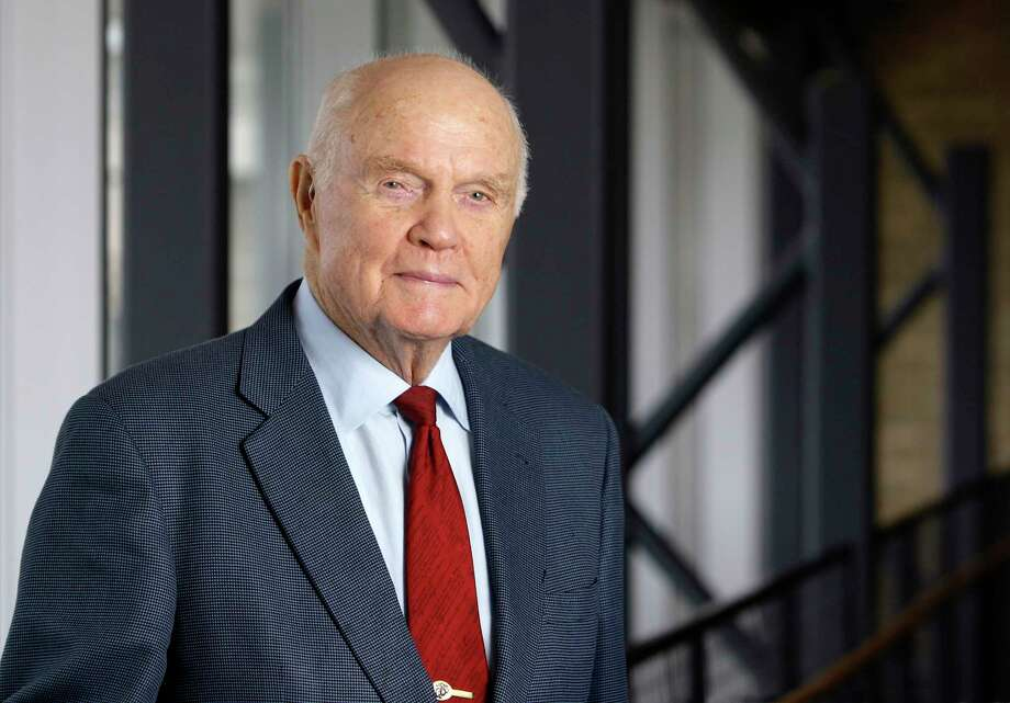 A Pentagon memo is alleging that a mortuary worker twice offered to show defense department officials the body of John Glenn, the first American to orbit the Earth.Click through to see little-known facts about astronaut John Glenn's historic 1962 mission to space. Photo: Jay LaPrete, AP / ap
