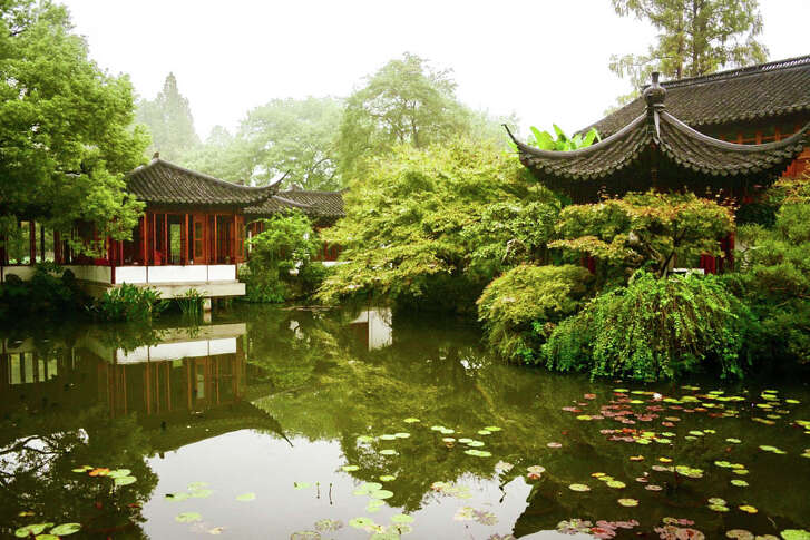 Guo's Garden on West Lake was built by a silk merchant who lived during the Song dynasty.