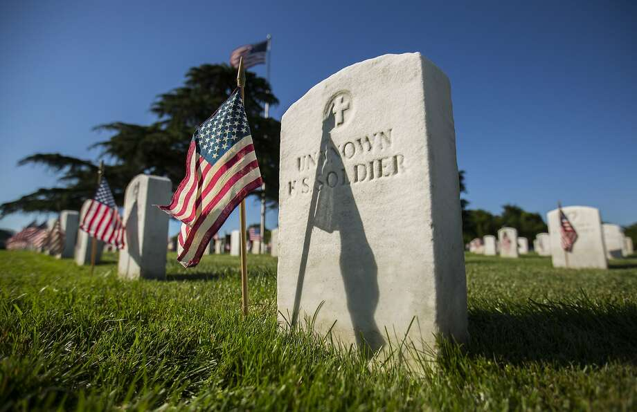 Memorial Day honors the ultimate sacrifice of those who don't return from the nation's wars. For those who do make it home, physical, mental and emotional wounds can make the transition difficult. Photo: Bill Tiernan, Associated Press