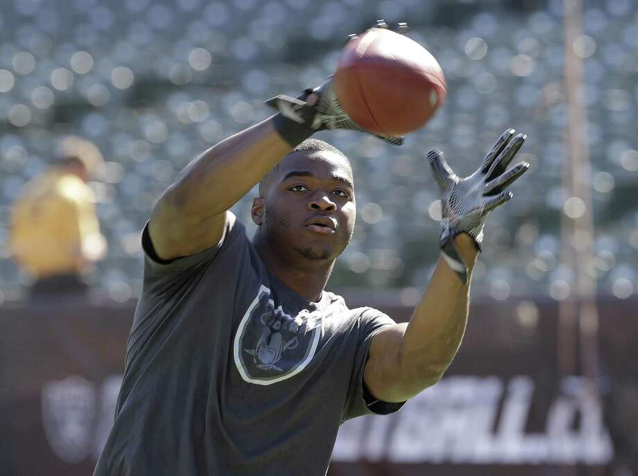 Oakland Raiders wide receiver Amari Cooper warms up before an NFL football game against the San Diego Chargers in Oakland, Calif., Sunday, Oct. 9, 2016. (AP Photo/Marcio Jose Sanchez) Photo: Marcio Jose Sanchez / AP / AP