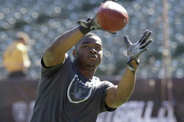 Oakland Raiders wide receiver Amari Cooper warms up before an NFL football game against the San Diego Chargers in Oakland, Calif., Sunday, Oct. 9, 2016. (AP Photo/Marcio Jose Sanchez)