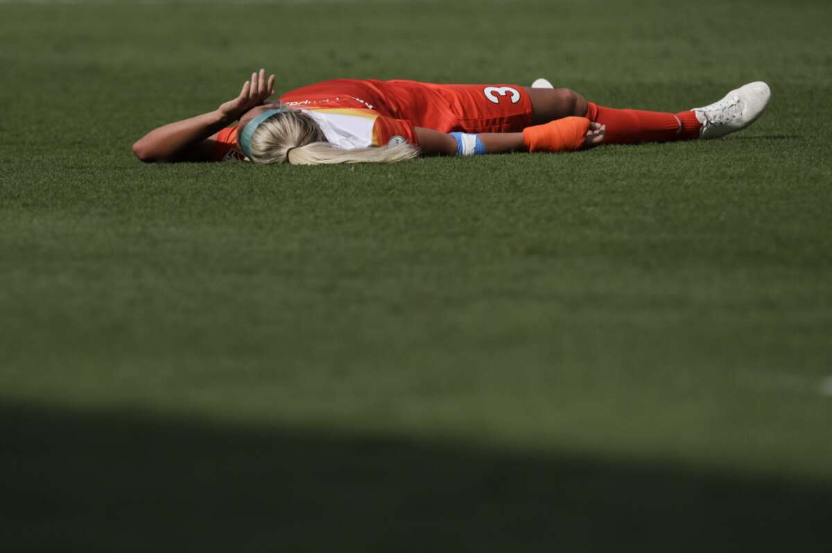 Houston Dash forward Rachel Daly (3) goes down after taking three shots at the goal and seconds before the end of the game against Seattle Reign FC at BBVA Compas Stadium Saturday, May 27, 2017, in Houston . Dash lost to Reign 2-0. ( Yi-Chin Lee / Houston Chronicle )