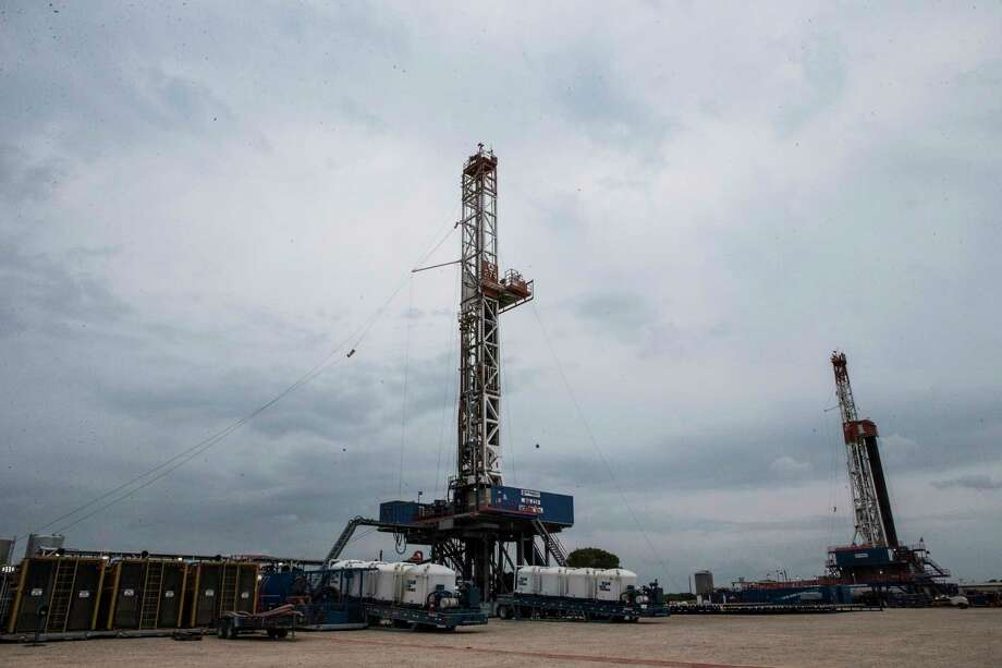 Patterson-UTI APEX-XK 1500 oil rig drill. Tuesday, May 9, 2017, near College Station. ( Marie D. De Jesus / Houston Chronicle ) Photo: Marie D. De Jesus, Staff / © 2017 Houston Chronicle