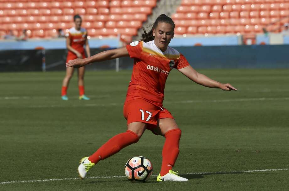 Houston Dash midfielder Andressa Cavalari Machry (17) has the ball during the second half of the game at BBVA Compas Stadium Saturday, May 27, 2017, in Houston. ( Yi-Chin Lee / Houston Chronicle ) Photo: Yi-Chin Lee/Houston Chronicle