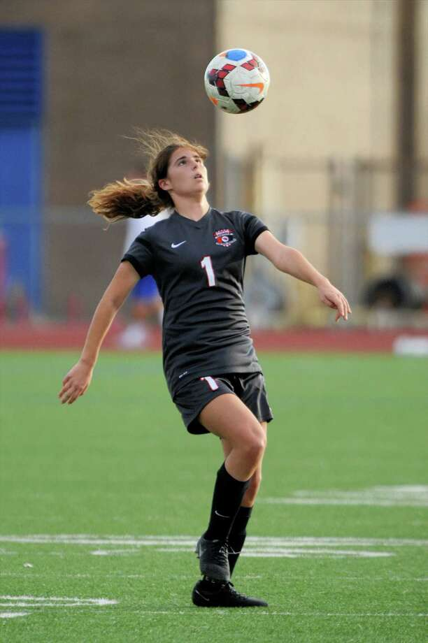Allison Schachter (1) of Bellaire prepares to trap a ball during the first half of a girls soccer game in the Tiger Bracket of the Typhoon Texas/I-10 Shootout between the Taylor Mustangs and the Bellaire Cardinals on Thursday January 12, 2017 at Taylor HS, Katy, TX. Photo: Craig Moseley, Staff / ©2016 Houston Chronicle