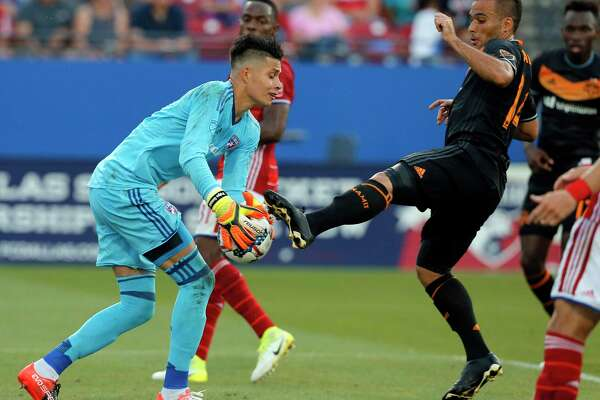 FC Dallas goalkeeper Jesse Gonzalez, left, takes control of the ball under pressure from Houston Dynamo midfielder Alex, right, in the first half of an MLS soccer game, Sunday, May 28, 2017, in Frisco, Texas. (AP Photo/Tony Gutierrez)
