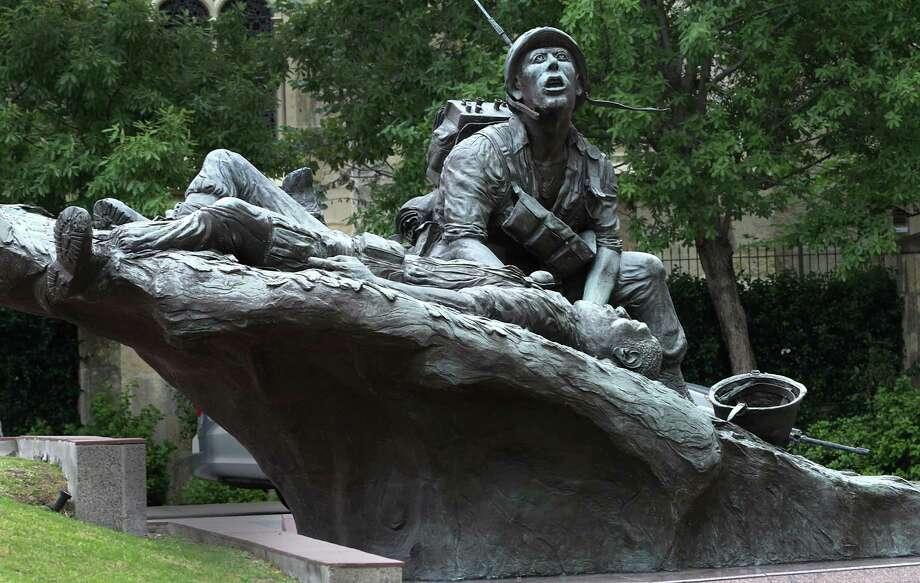 The Vietnam Veterans Memorial in Veterans Memorial Plaza. Photo: Bob Owen /San Antonio Express-News / ©2017 San Antonio Express-News