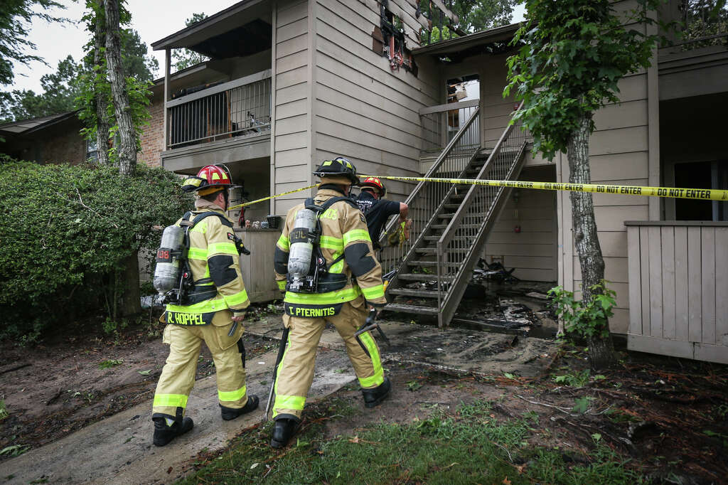 The Woodlands Firefighters Enter An Apartment Building That Caught Fire  Earlier That Morning To Investigate Reports Great Pictures