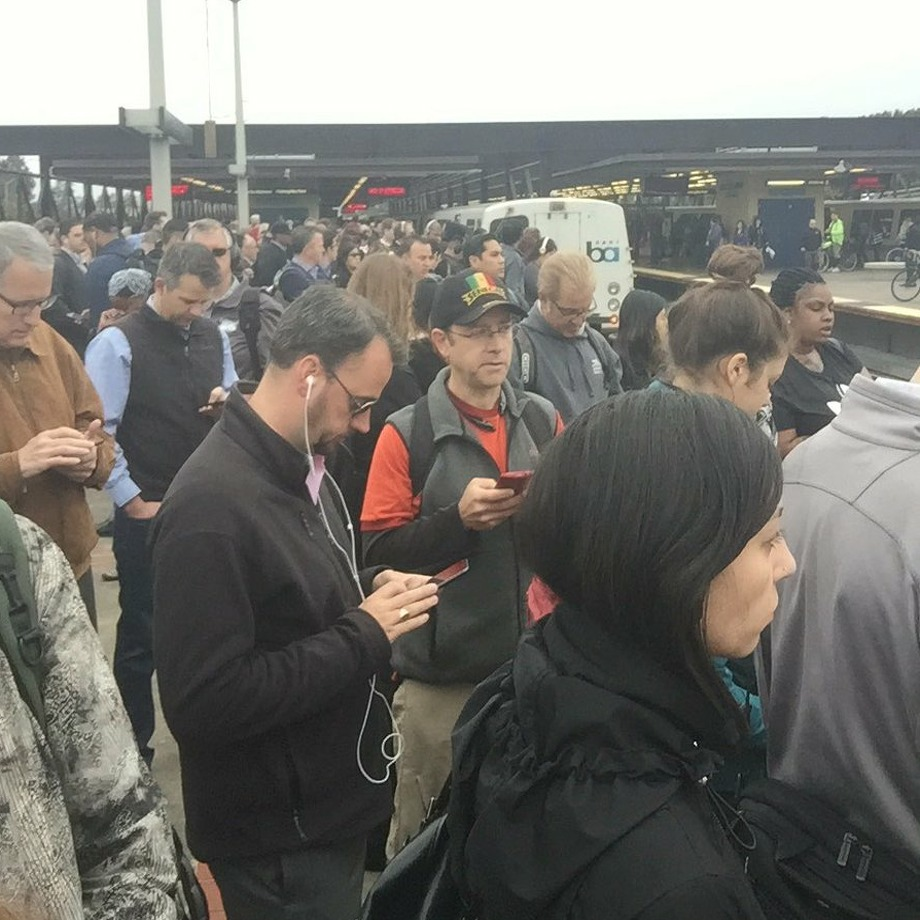 Jennifer Won took this photo of delayed BART commuters at the MacArthur BART station in Oakland on May 30, 2017. Photo: Twitter / @jennwon91