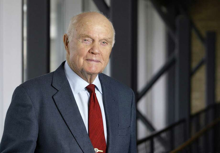FILE - In this Jan. 25, 2012, file photo, former astronaut and Sen. John Glenn poses for a photo during an interview at his office in Columbus, Ohio.  William Zwicharowski said Friday, May 26, 2017,  in a text message to The Associated Press that he's proud of the job he and his staff did in caring for Glenn's remains during the months between his death last December and his burial in April. Air Force officials are investigating concerns raised during a recent inspection at the Dover mortuary regarding management of the facility and allegations that inspectors were invited to look at Glenn's remains, which they declined to do. (AP Photo/Jay LaPrete, File) Photo: Jay LaPrete, FRE / Associated Press / ap