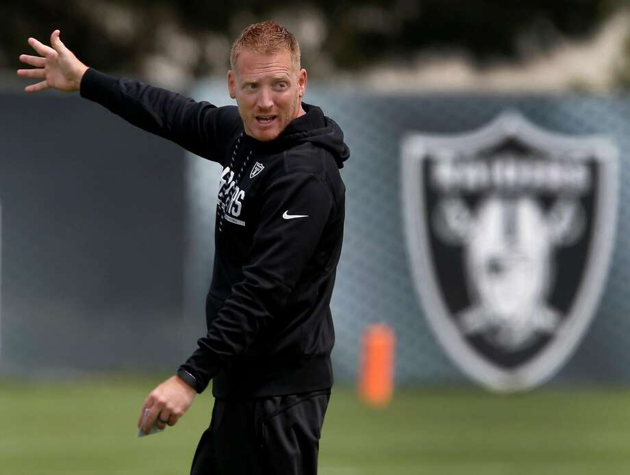 Offensive Coordinator Todd Downing runs a passing drill at an Oakland Raiders team practice in Alameda, Calif. on Tuesday, May 30, 2017. Photo: Paul Chinn, The Chronicle