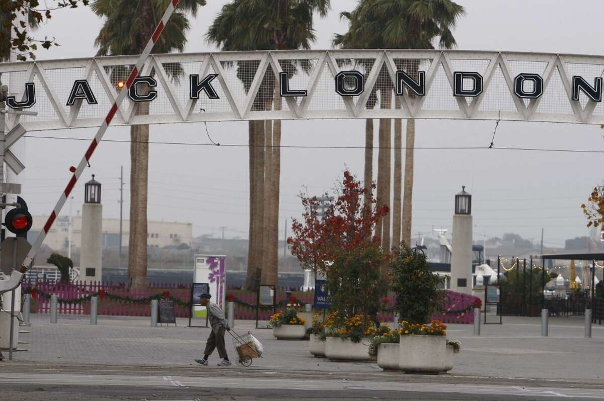 In front of an entrance to the Jack London Square. Photo: The Chronicle 2009