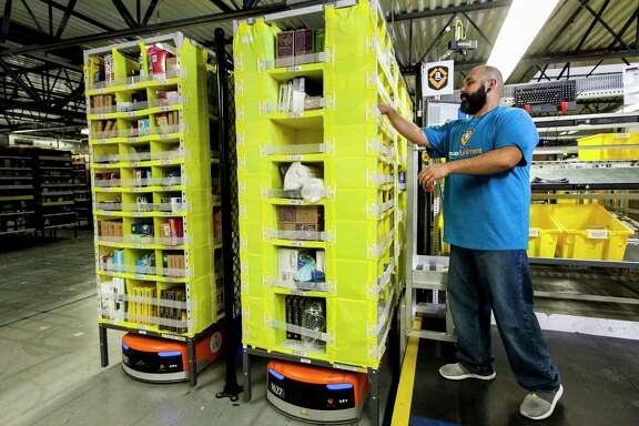 Amazoné•s first large-scale fulfillment center in Houston will include robots that quickly fetch inventory for warehouse workers tasked with packing and shipping.