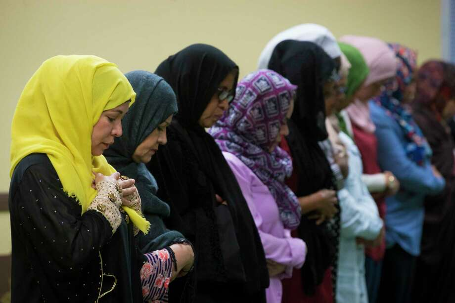 Latina Muslms gather for prayer at Houston's Centro Islamico, which is believed to be the nation's only Spanish-speaking mosque. ( Marie D. De Jesus / Houston Chronicle ) Photo: Marie D. De Jesus, Staff / © 2017 Houston Chronicle