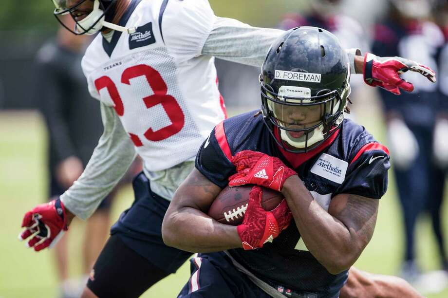 Houston Texans running back D'Onta Foreman (27) runs upfield past safety Kurtis Drummond (23) after making a catch during OTAs at The Methodist Training Center on Wednesday, May 31, 2017, in Houston. Photo: Brett Coomer, Houston Chronicle / © 2017 Houston Chronicle