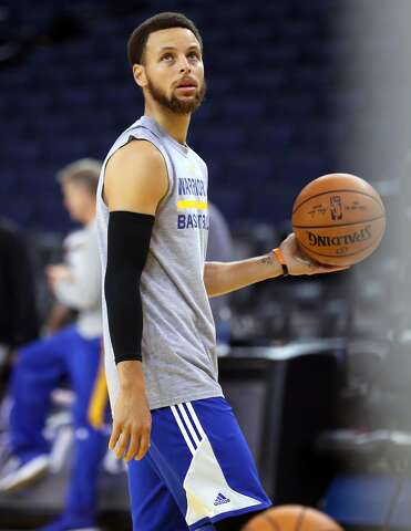 d86b094eada3 Stephen Curry wears a black shooting sleeve for support after a recurrence  of bursitis.