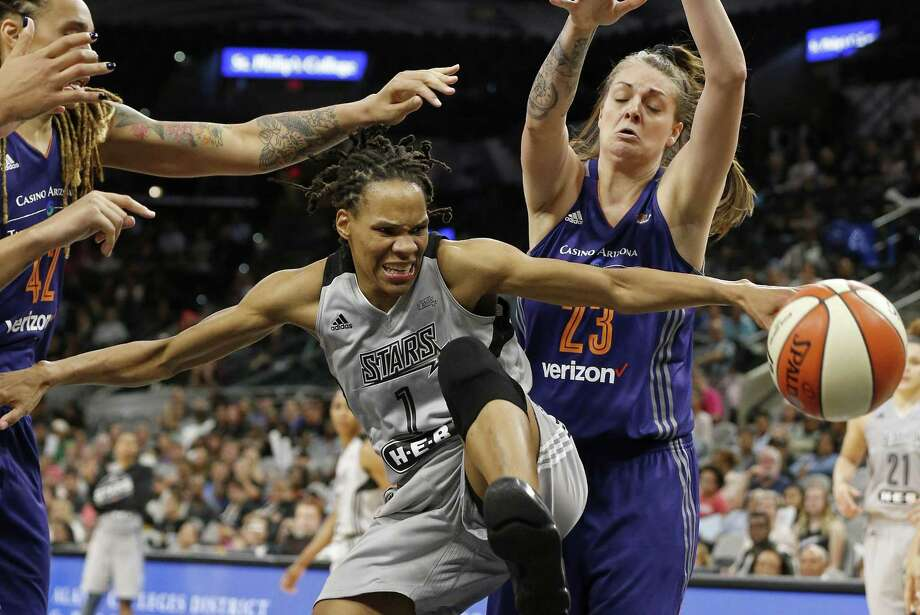 Stars' Monique Currie reaches for the ball between the Phoenix Mercury's Brittney Griner (left) and Cayla George during the second half on May 19, 2017, in San Antonio. Photo: Edward A. Ornelas /San Antonio Express-News / The San Antonio Express-News